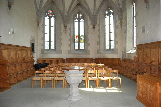 Spätgotischer Chor mit 5 einsprossigen Masswerkfenstern, erbaut 1494-1495