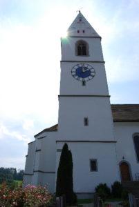 Evangelische Kirche Gachnang: Nordseite mit Turm (1493-1494) und Turmuhr (neu angefertigt 1999), August 2007